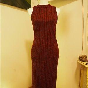 Sleeveless maroon dress